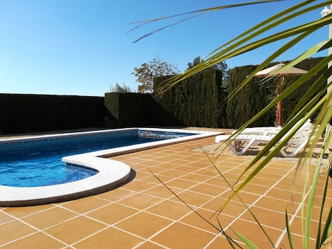 Villa Anna ,6pers,private pool,4 km from the beach