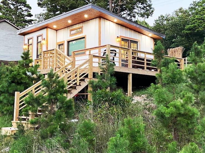 Brand New Custom Beaver Lake Home