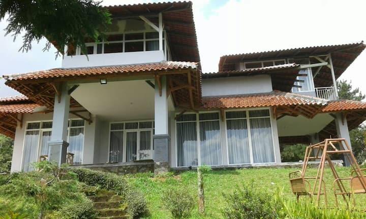 Villa Kaca Putih, Puncak, Cisarua