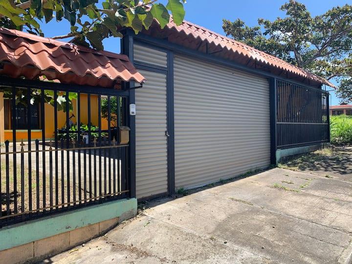 Casa de alquiler por días en La Cruz con piscina