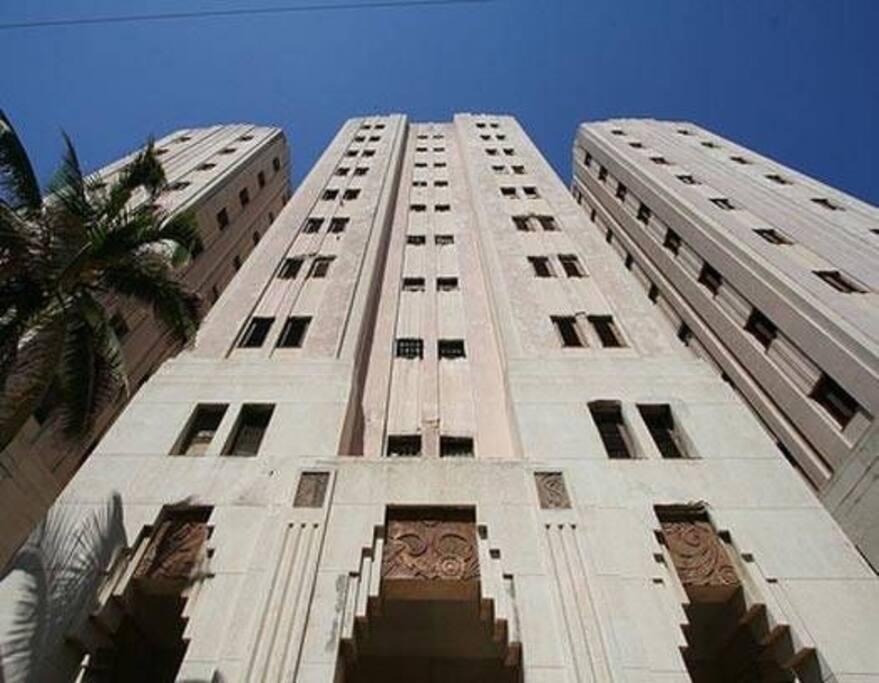 Edificio López Serrano - Entrada