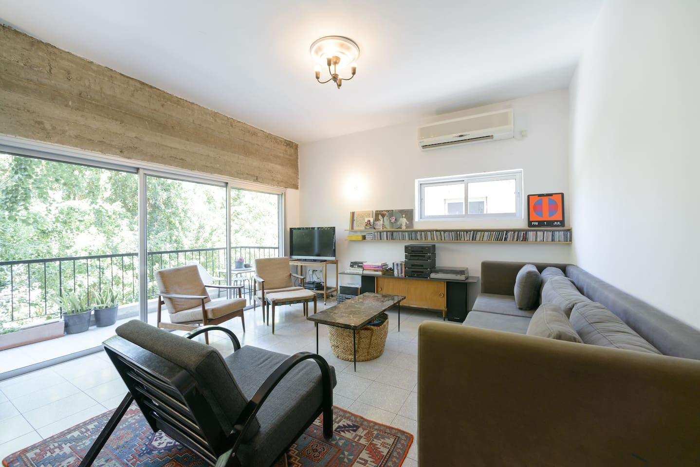 welcome to our sunny and handsome family apartment in central tel aviv ^_^ it is 90 m2, 2nd floor