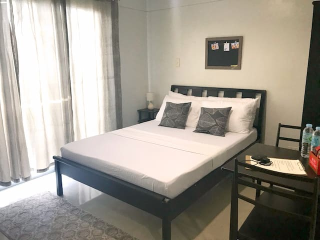Studio unit w/ Gym & Pool near mango avenue