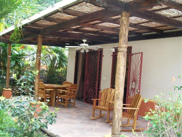 2BR, Pool, Steps to Yoga & Guiones - Nosara - House