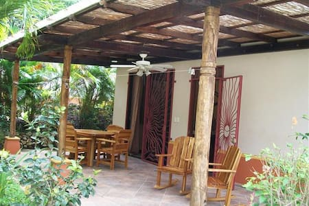 2BR, Pool, Steps to Yoga & Guiones - Nosara
