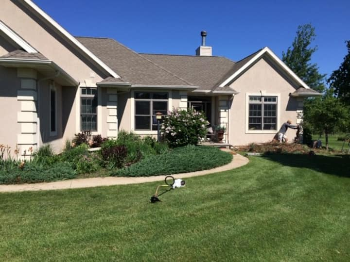 EAA  Secluded Home in Oshkosh 3 Bedrooms  2.5 Bath