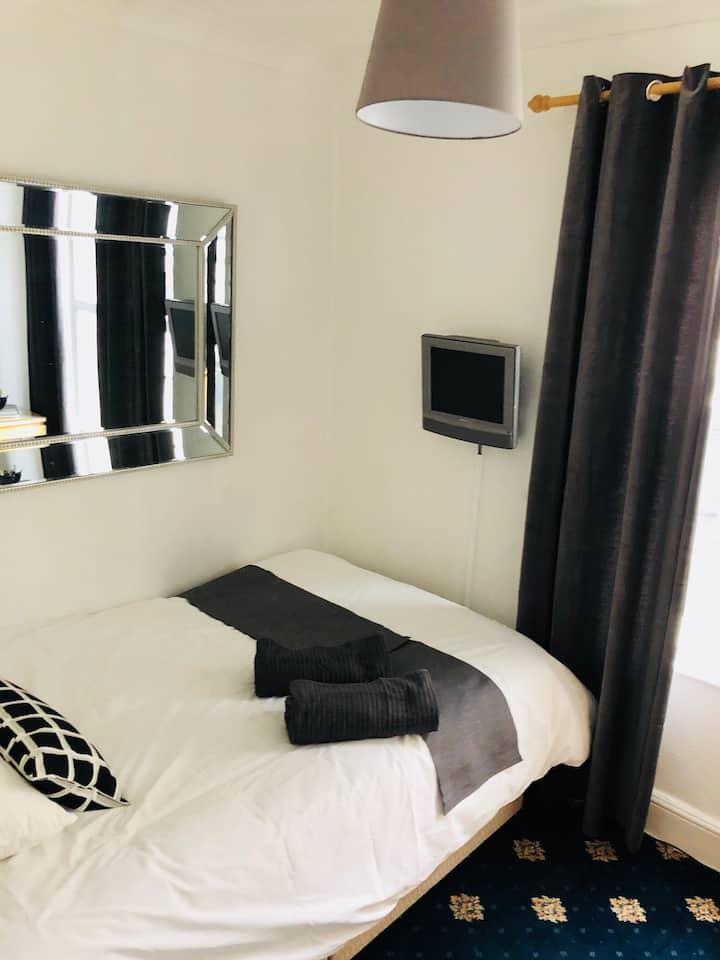 Single basic room Mayfair Roath❣️Cardiff