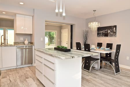 ☆NEW☆Renovated 4mil to Siesta Key Beach +Ping-Pong