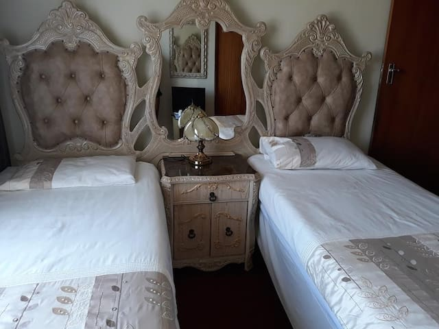 CLEARVIEW CRESCENT LODGE: TWIN ROOM