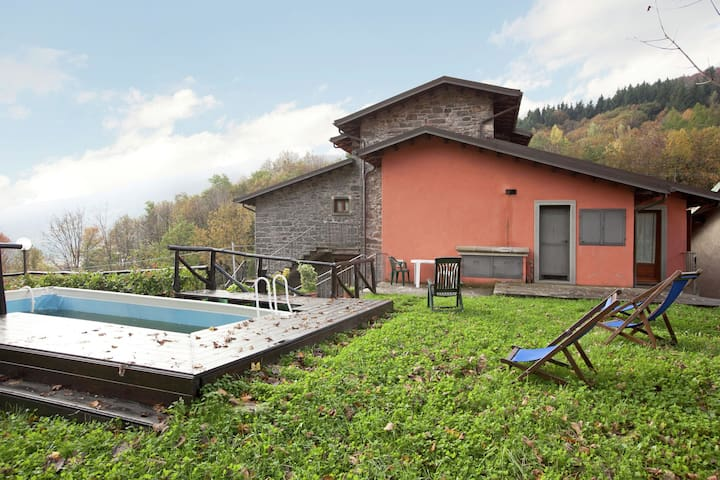 Spacious Holiday Home in Piano degli Ontani with Garden