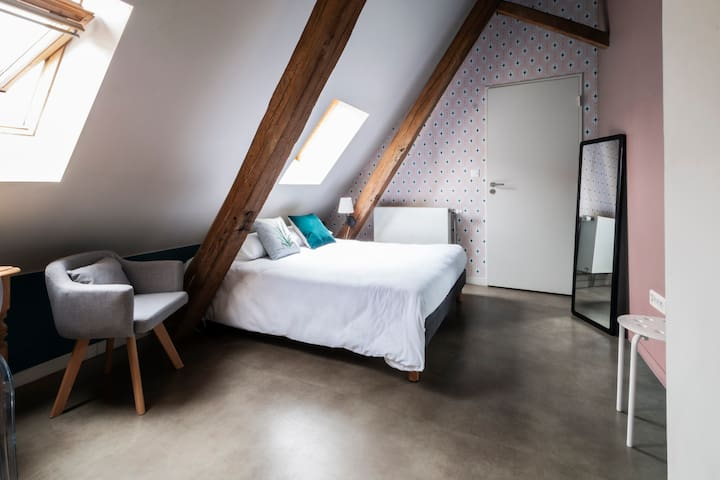 Cosy double room in Vieux-Lille district