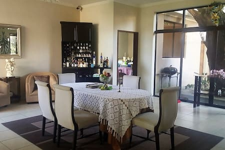 Private room near Antigua Guatemala - 一軒家