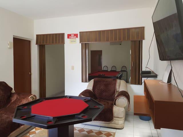 Hermoza casa con juegos de mesa