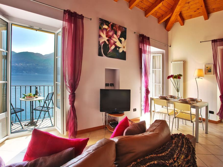 Splendid views from the lounge and balcony overlooking the lake and mountains, set in the heart of Tremezzo