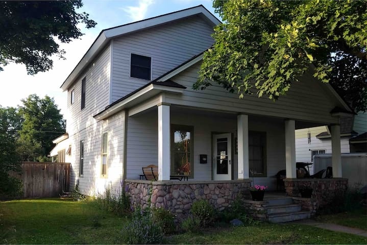 The 1910 Phillips House, Family & Dog Friendly!