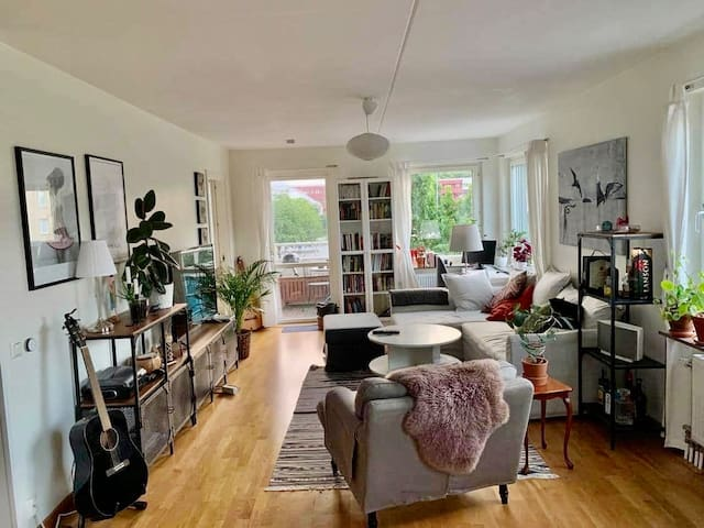 Room in large modern apartment in central Uppsala
