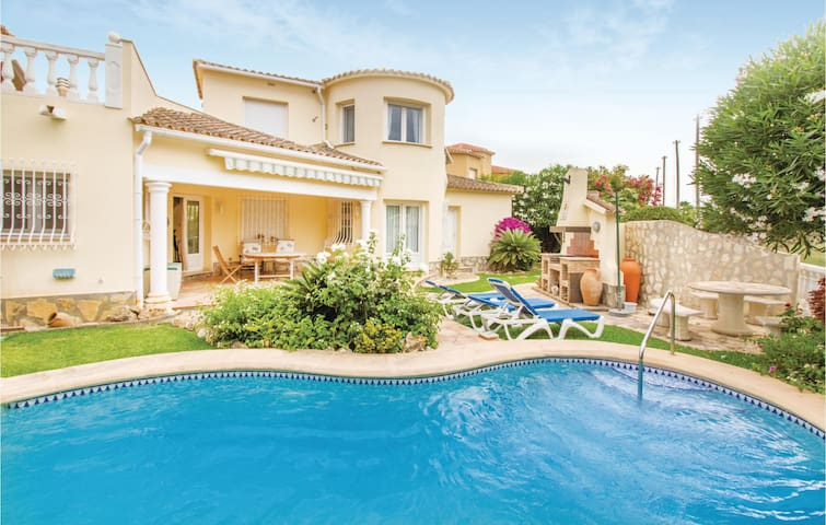 Holiday cottage with 2 bedrooms on 100m² in Oliva