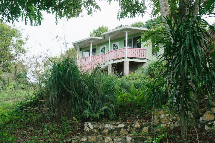 Durga's Den - Eco-farm Double Cottage Room #2