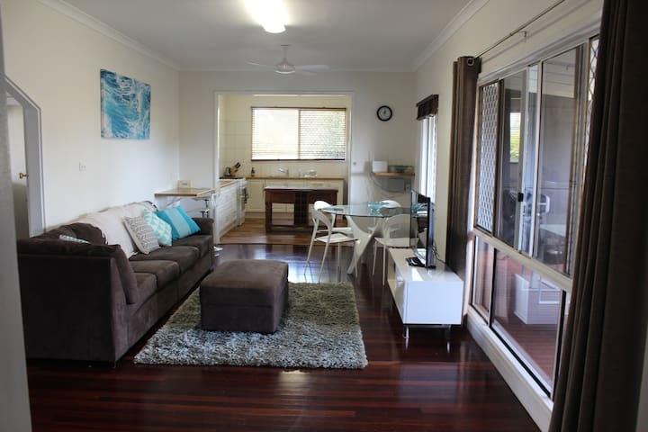3 bedroom home - close to beach - pet friendly - Beachlands - Huis