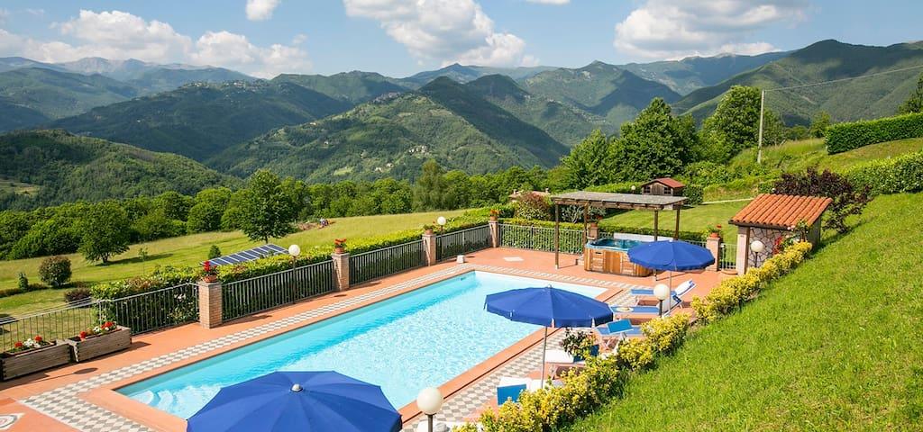 5 bedroom villa,  private pool & jacuzzi