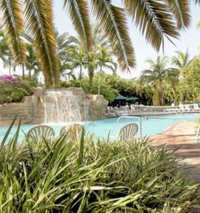Piscina Principal - Main Pool