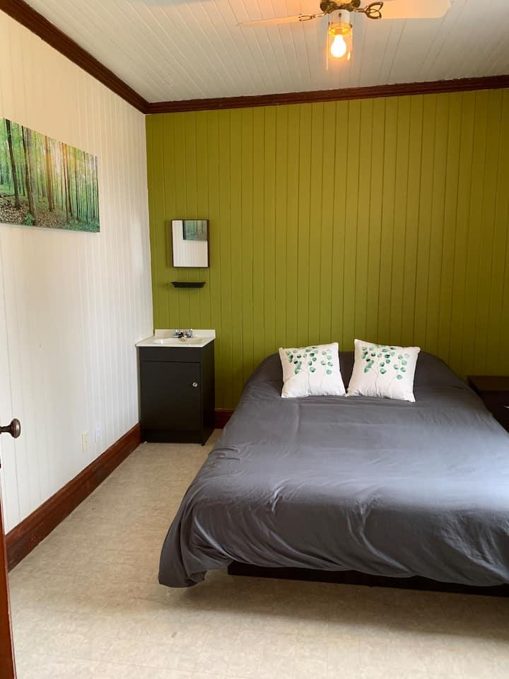Chambre privé lit queen pres de Gaspé