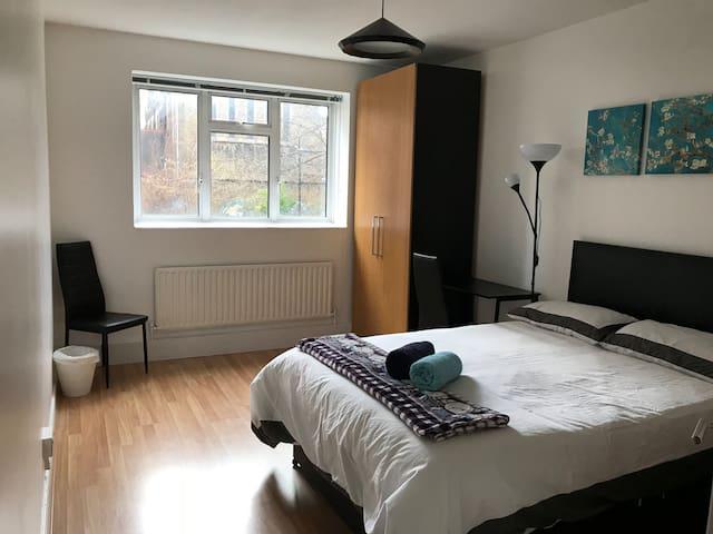 Deluxe double bedroom 5min walk to Kings Cross