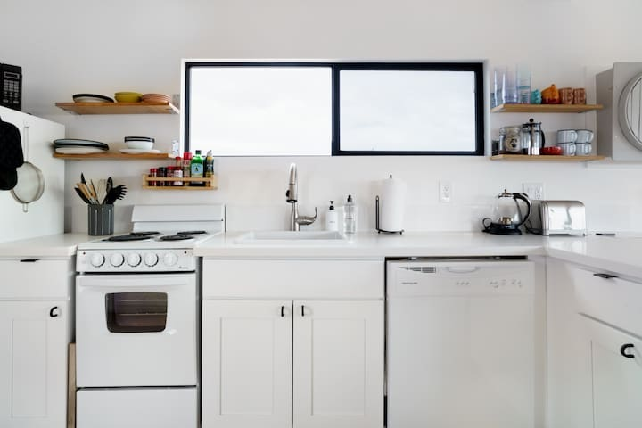 Oven and Dishwasher