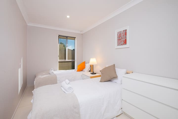 No.3 Delicate Double Room With Shared Bathroom - Bankstown