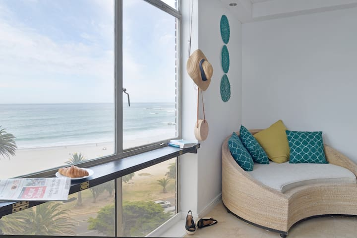 ★ Incredible views right on Camps Bay Beach