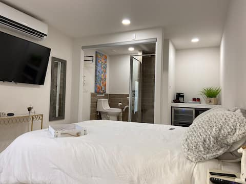 Private Suite   Queen Bed  Warm area