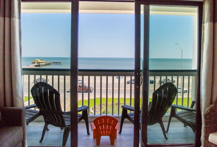 TOP Floor FRONT ROW View! Luxurious Remodel - Heat Pool, Easy Beach Access! #354