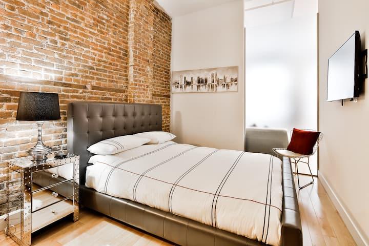 ❤️1 Bedroom Loft on rue Notre-Dame ❤️