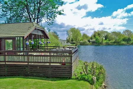 Lake Birds Lodge self-catering in Chichester - West Sussex - Chalet
