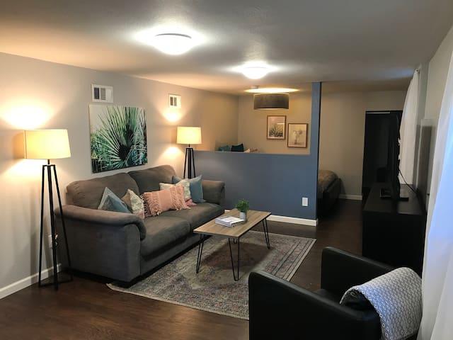 Cute and Cozy White Center Retreat