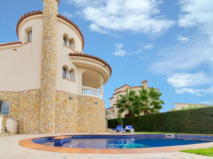 Villa with private swimming pool 30 minuts far from Cambrils