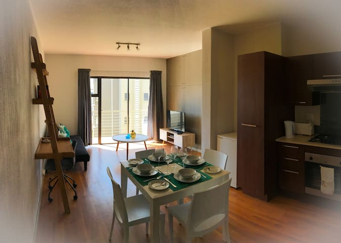 Modern, Stylish 2 bedroom Apartment with free WIFI