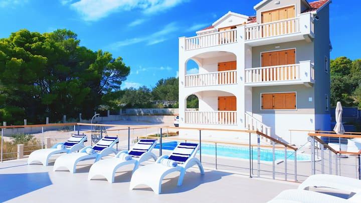 Villa ABBA, entire property 12+6 , 80 m from sea