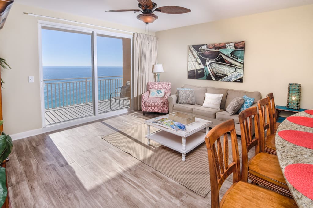 Beautiful gulf front living room