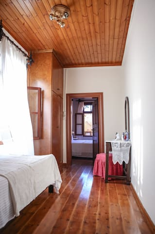 Single bed bedroom (front view)