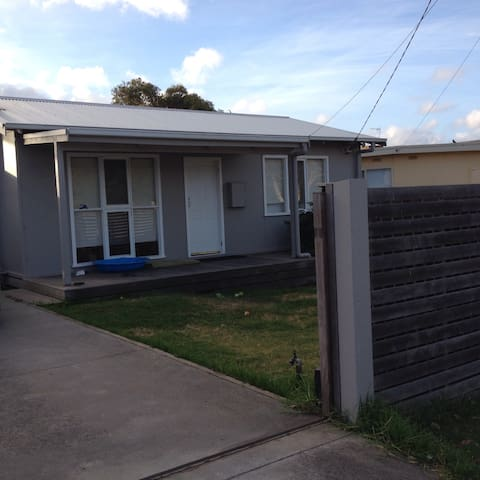 Clean, tidy beach house - Dromana