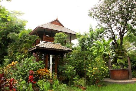 Saeng Khum Village 1 living in the natural