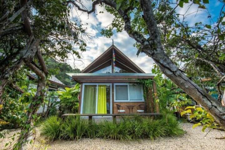 Cabana moderna e charmosa entre Ibiraquera e Rosa