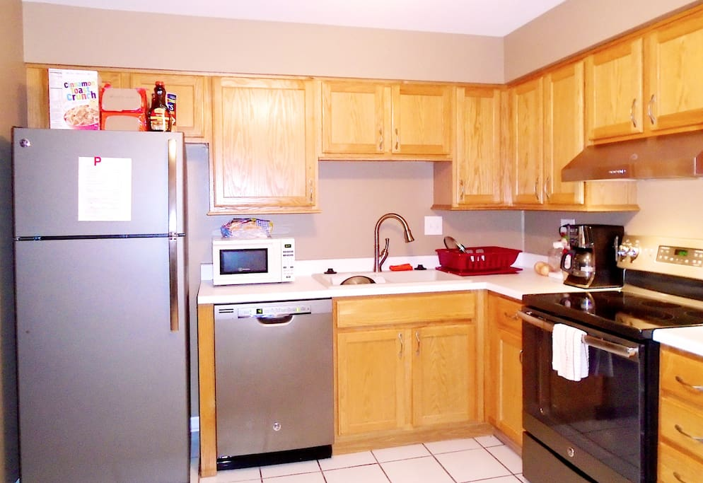 Kitchen equipped w/microwave, dishwasher, stove, fridge & More..