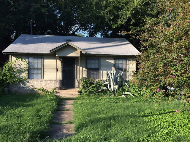 Cozy Eastside Private Room in Holly Neighborhood! - Austin - House