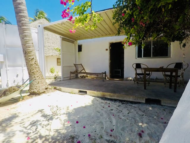 ★NEW★ Big, Private Bungalow (On The Beach!) w/WiFi