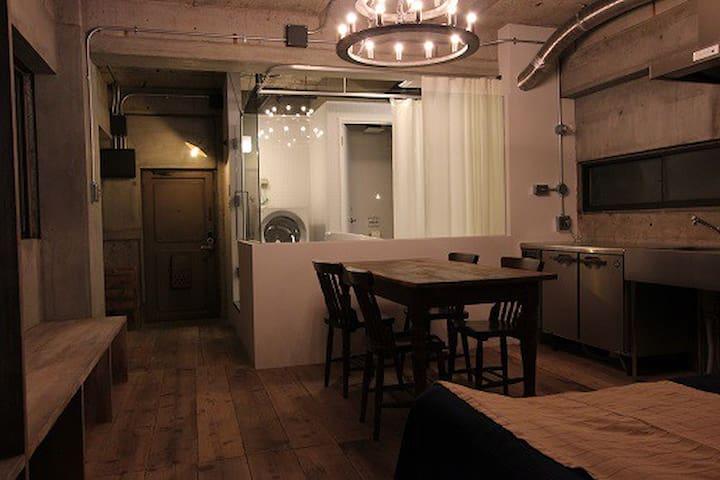ガラス張りのバスルームがオシャレをより演出します*The stylish bathroom which is surrounded with glass