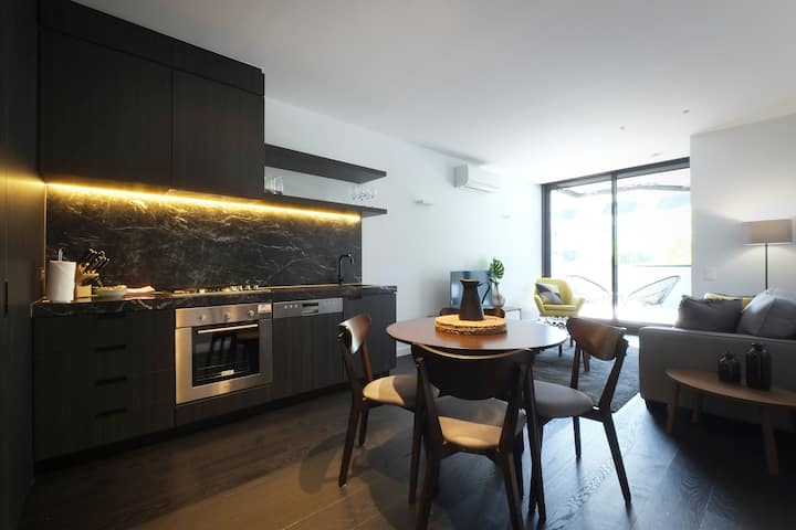Spacious 2 bed 2 bath! Rooftop Pool and near CBD