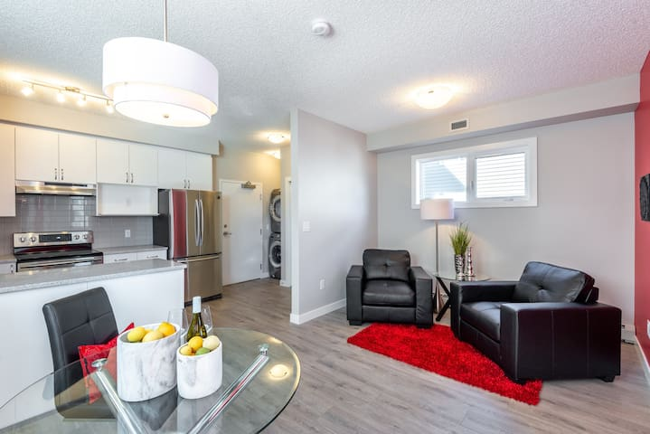 *Beside U of A campus* your luxury&private home.