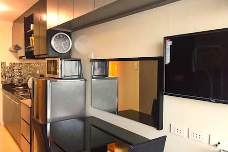 Comfy Modern New Furniture/Appliances Berkeley QC - Кесон-Сити - Квартира